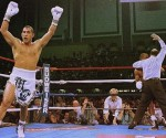 (Photo: ElDiarioNY) Hector Camacho victorious match against boxing legend Sugar Ray Leonard, in 1997.